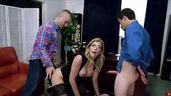 Patronu ve oğlu olgun sekreteri cezalandırıyor