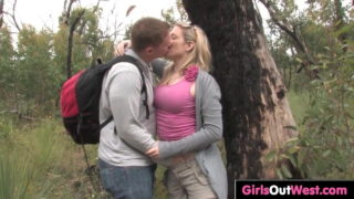 Ormanda arkadaşının sevgilisini sikiyor