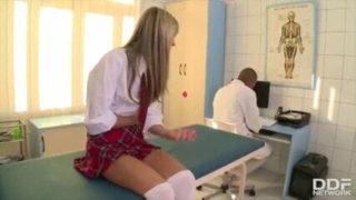Yaralanan liseliyi götünden sikti
